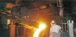 Injecting oxygen gas into molten steel for melting and refining steel.